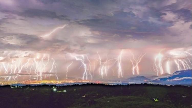 50 Lightning Strikes in 5 Minutes? This Stunning Photo Reveals This Phenomena