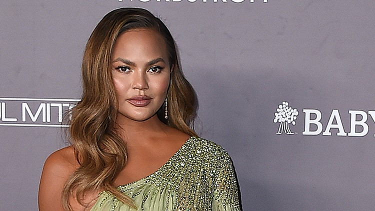 Chrissy Teigen issues lengthy apology for 'awful' past tweets