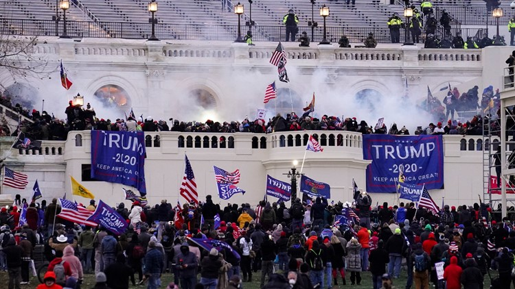 2 Seattle officers who attended Trump rally should be fired, oversight committee says