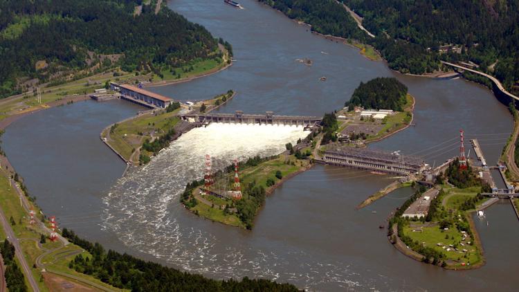 Photos, videos: Broken Columbia River barge lock  chokes commerce at peak wheat harvest