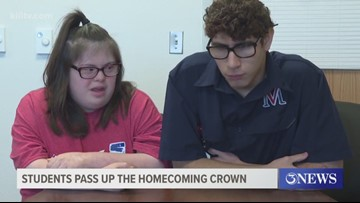 Teens give up homecoming crowns to their peers