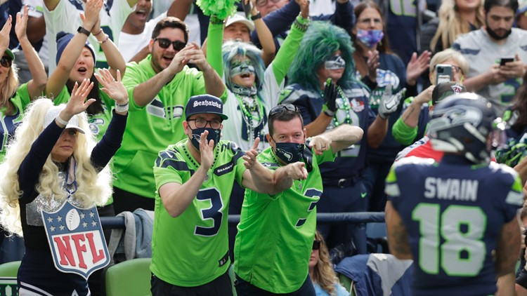 Seahawks fans fill Lumen Field amid COVID-19 vaccine and mask mandate