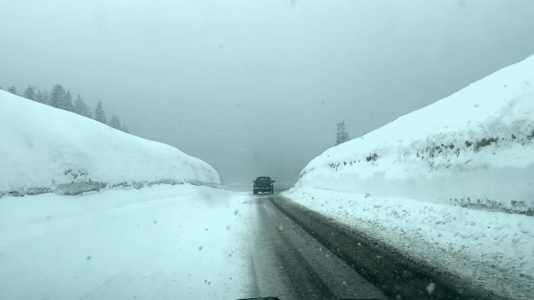 Heavy snow pummels Snoqualmie and Stevens passes