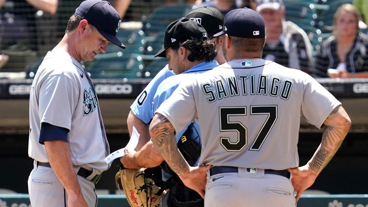 Mariners pitcher ejected after glove checked by umpires
