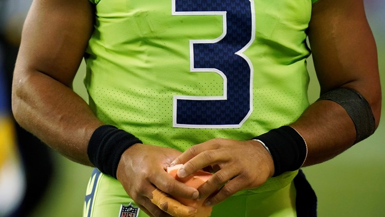 Seahawks QB Russell Wilson could miss 6 weeks with hurt finger
