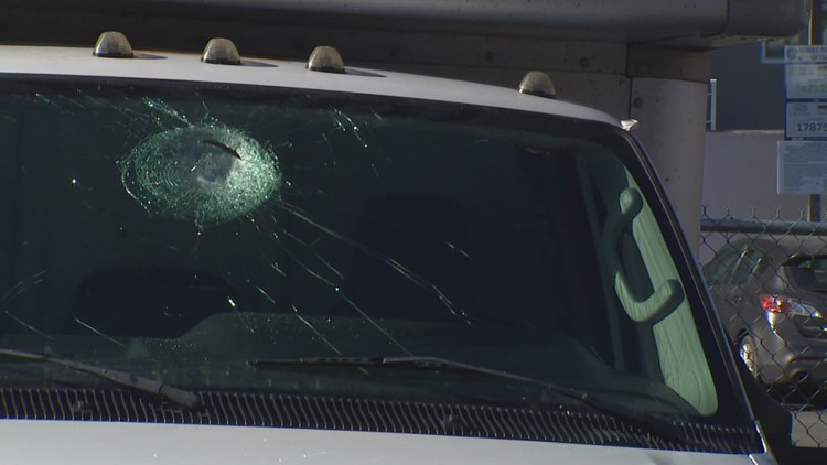 Man accused of throwing rocks at vehicles on I-90 in Seattle held on $500,000 bail