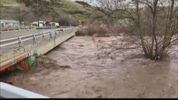 Roads closed, emergency shelter open amid flooding in southeastern Washington