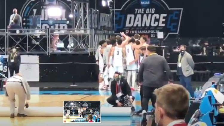 Watch: Emotional Jalen Suggs hugs Gonzaga teammate after last huddle of season