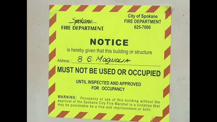Sign at apartment building says it is 'uninhabitable'