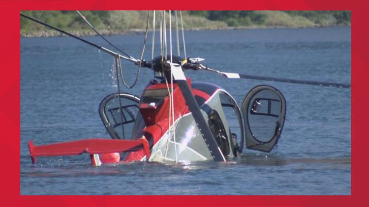 VIDEO: Helicopter sinks to bottom of Snake River after crash, men leave the scene