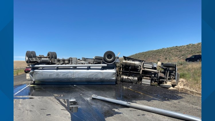 Semi truck crashed on US 395 near Ritzville, spilled oil on the roadway