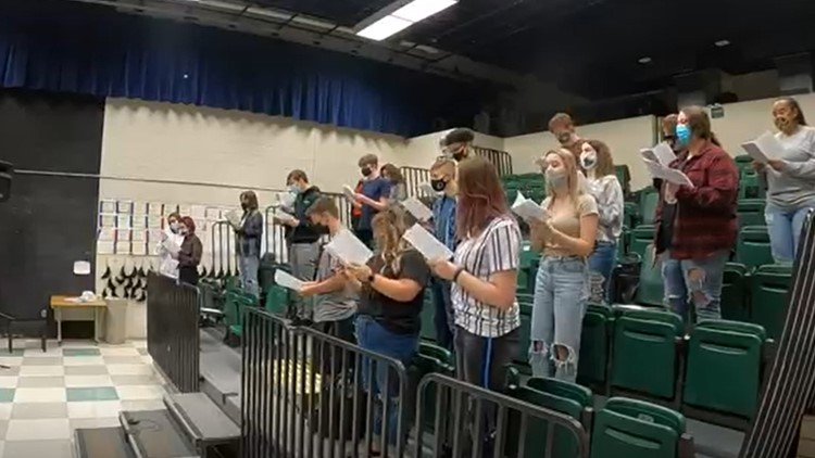 East Valley High School choir students open for band Foreigner for the second time