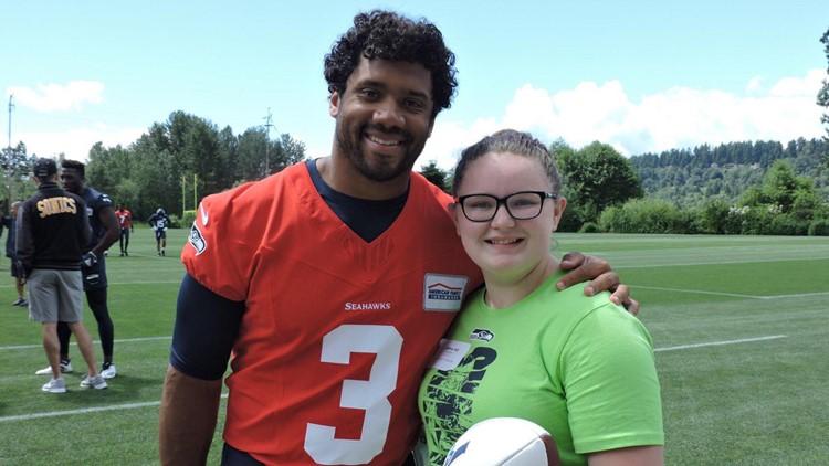 Spokane girl meets Russell Wilson, Delano Hill at Seahawks practice
