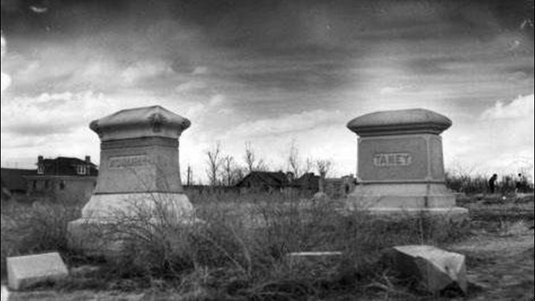 Calvary_Cemetery_1539925322886.jpg
