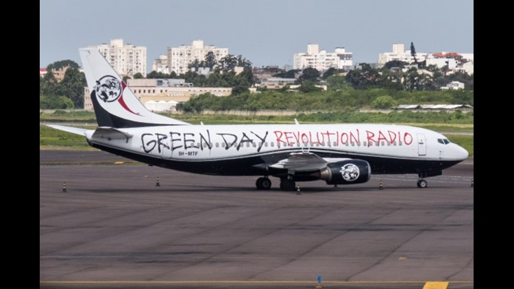 The aircraft was previously used by Green Day on the band's 2017 South American tour. (Image by Rafael Luiz Canossa via Flickr)
