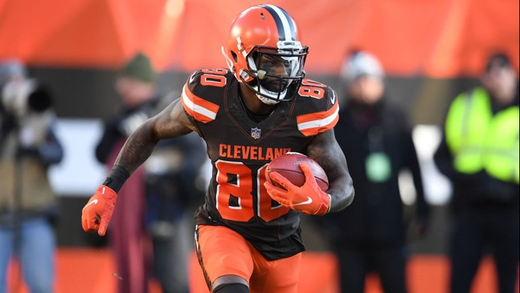 Cleveland Browns WR Jarvis Landry sets Guinness World Record for one-handed catches in one minute