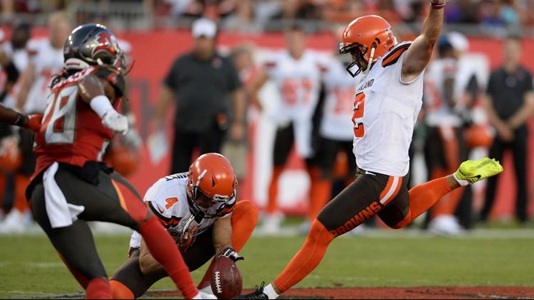 Austin Seibert kicks 54-yard field goal in Cleveland Browns preseason game at Tampa Bay